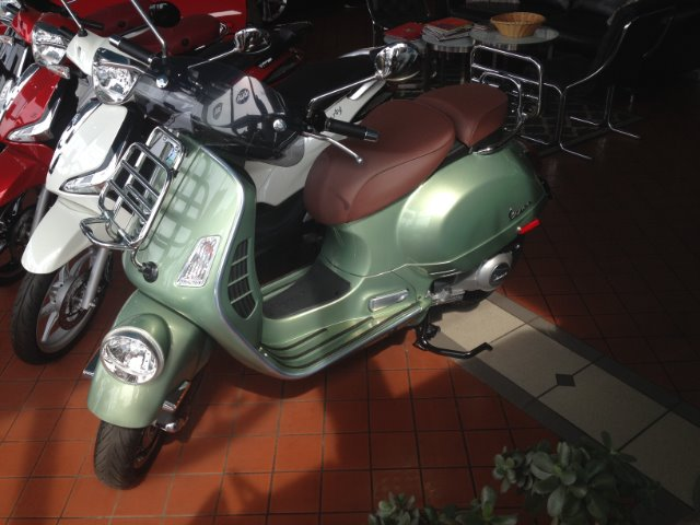 New-2017-Vespa-GTV-300-ABS