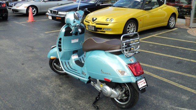 New-2016-Vespa-GTS300IE-70th-Anniversary