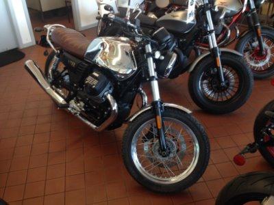New-2017-Moto-Guzzi-V7-III-Anniversario
