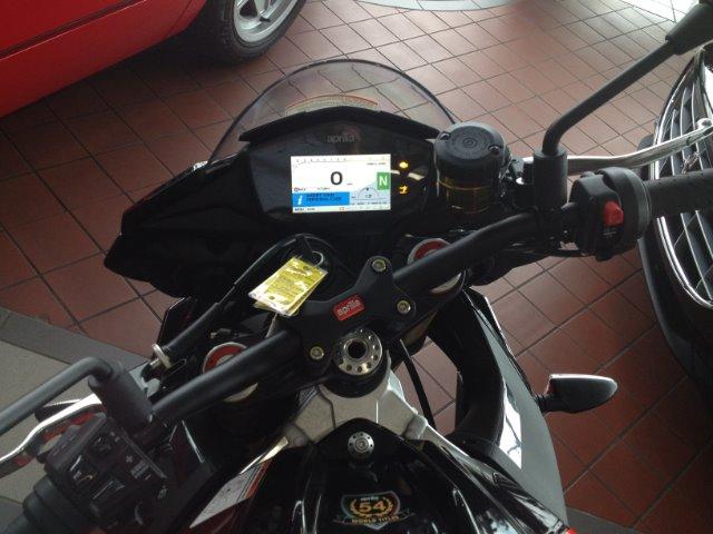 New-2017-Aprilia-Tuono-V4-1100RR