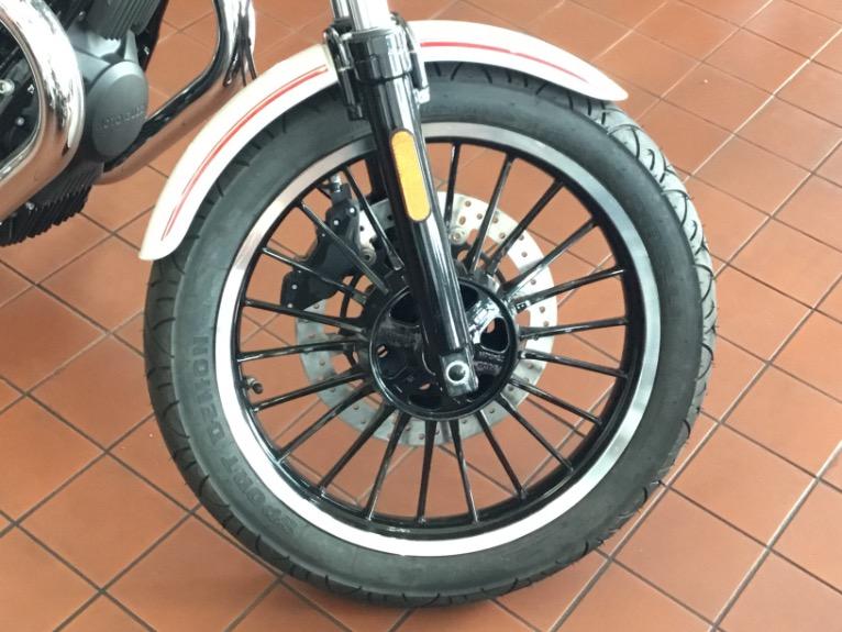 New-2017-Moto-Guzzi-V9-ROAMER