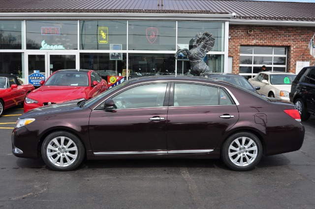 Used-2011-Toyota-Avalon-Limited