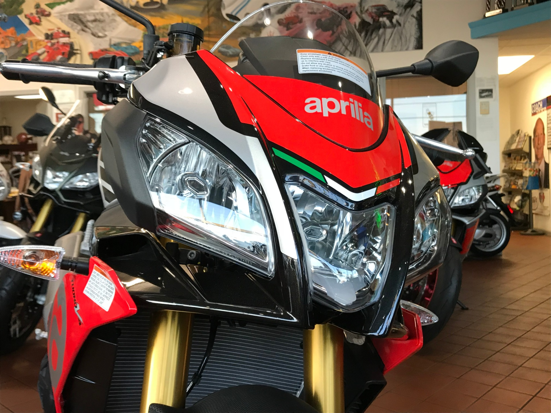 New-2018-Aprilia-Tuono-V4-1100-Factory