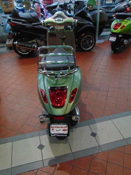 New-2018-Vespa-Primavera-150-Touring