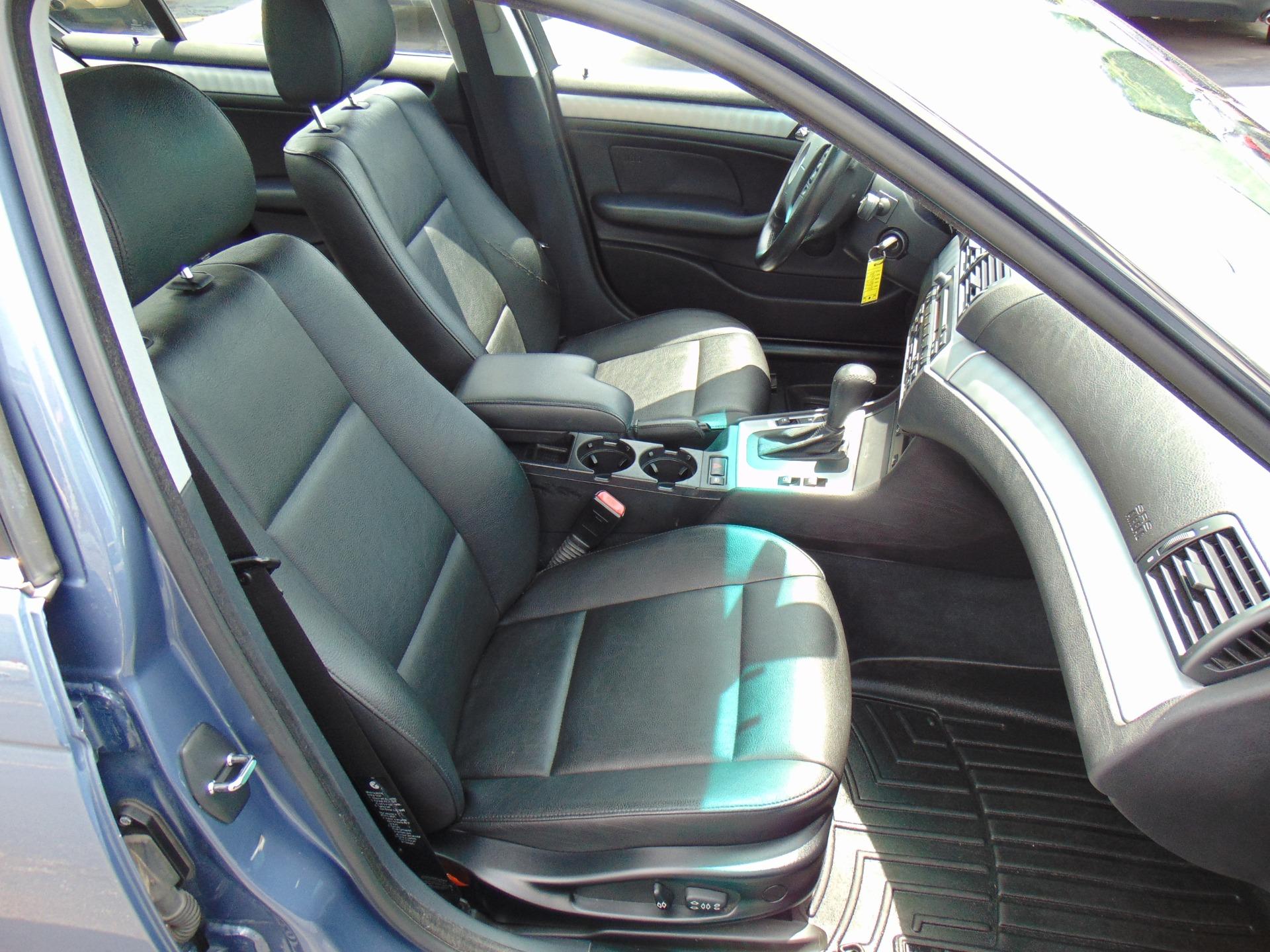Used-2005-BMW-3-Series-330xi