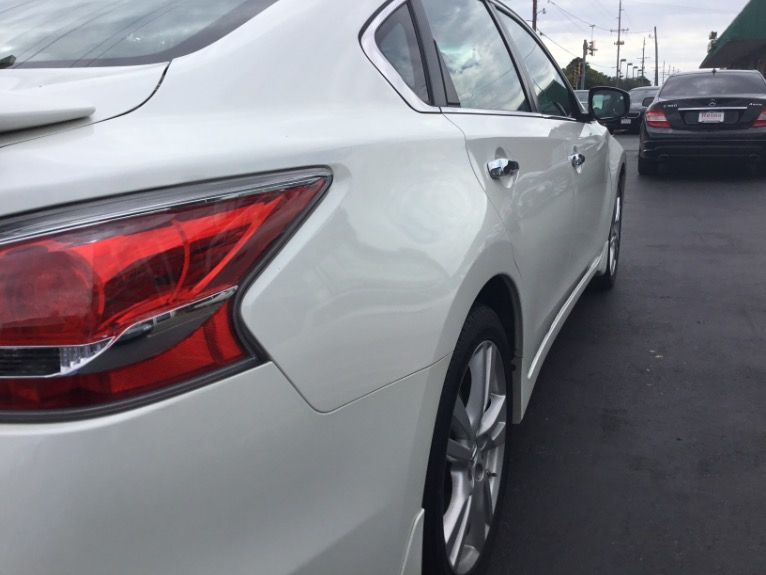 Used-2015-Nissan-Altima-35-SL