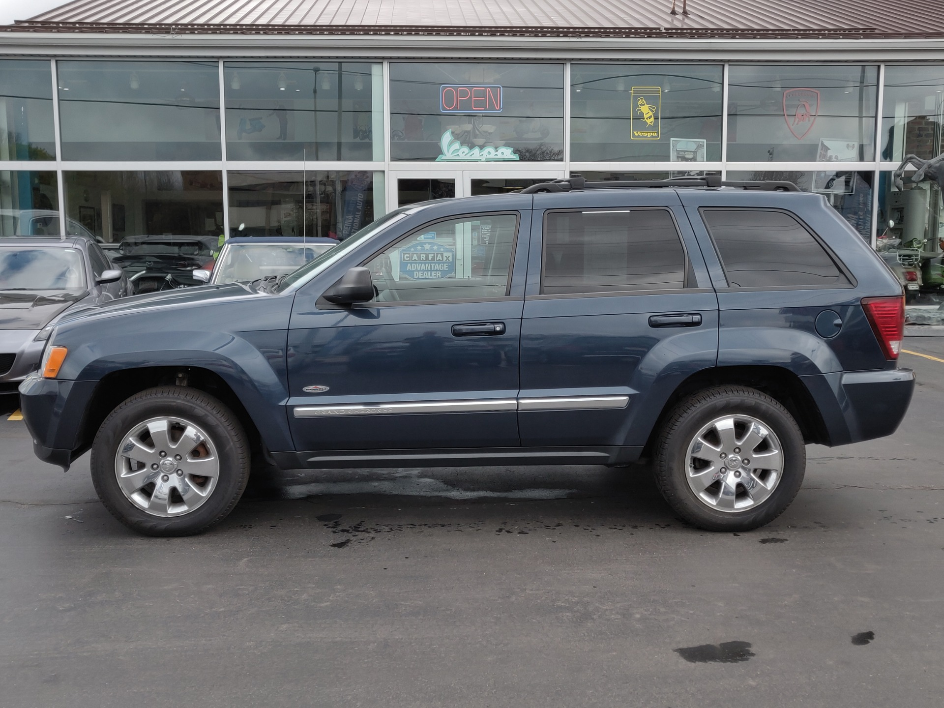 Used-2010-Jeep-Grand-Cherokee-Laredo-4x4