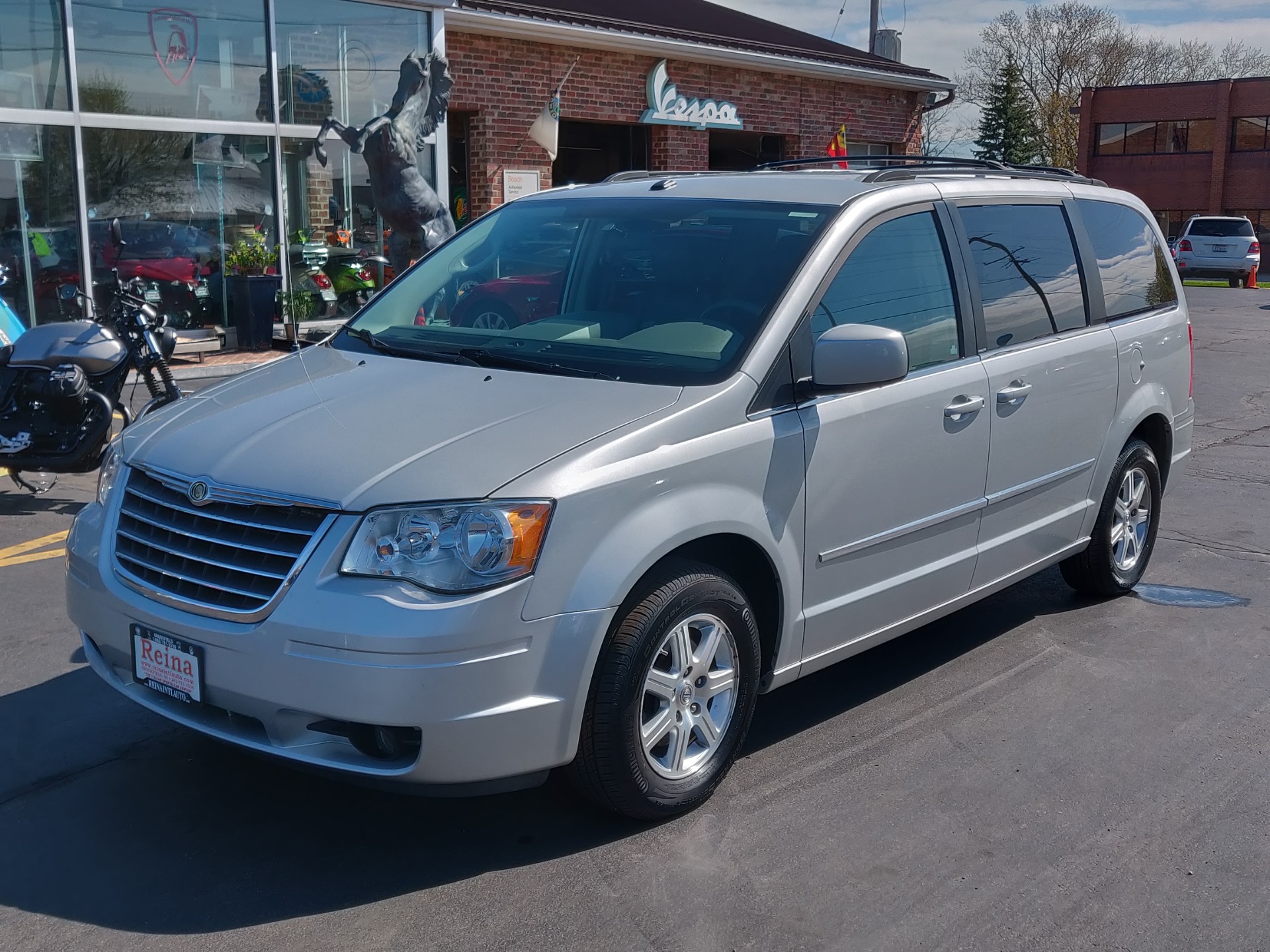 Used-2009-Chrysler-Town-and-Country-Touring