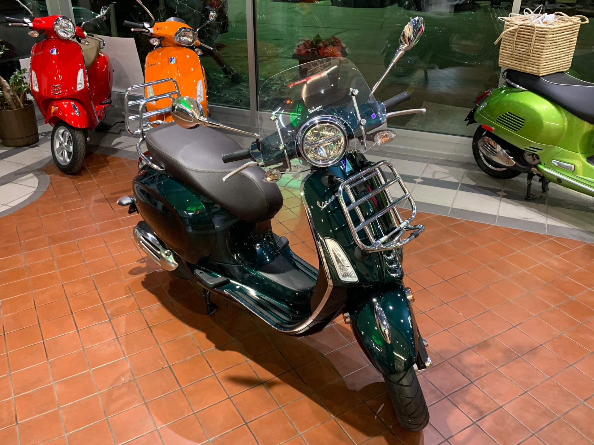 New-2020-Vespa-Primavera-150-Touring