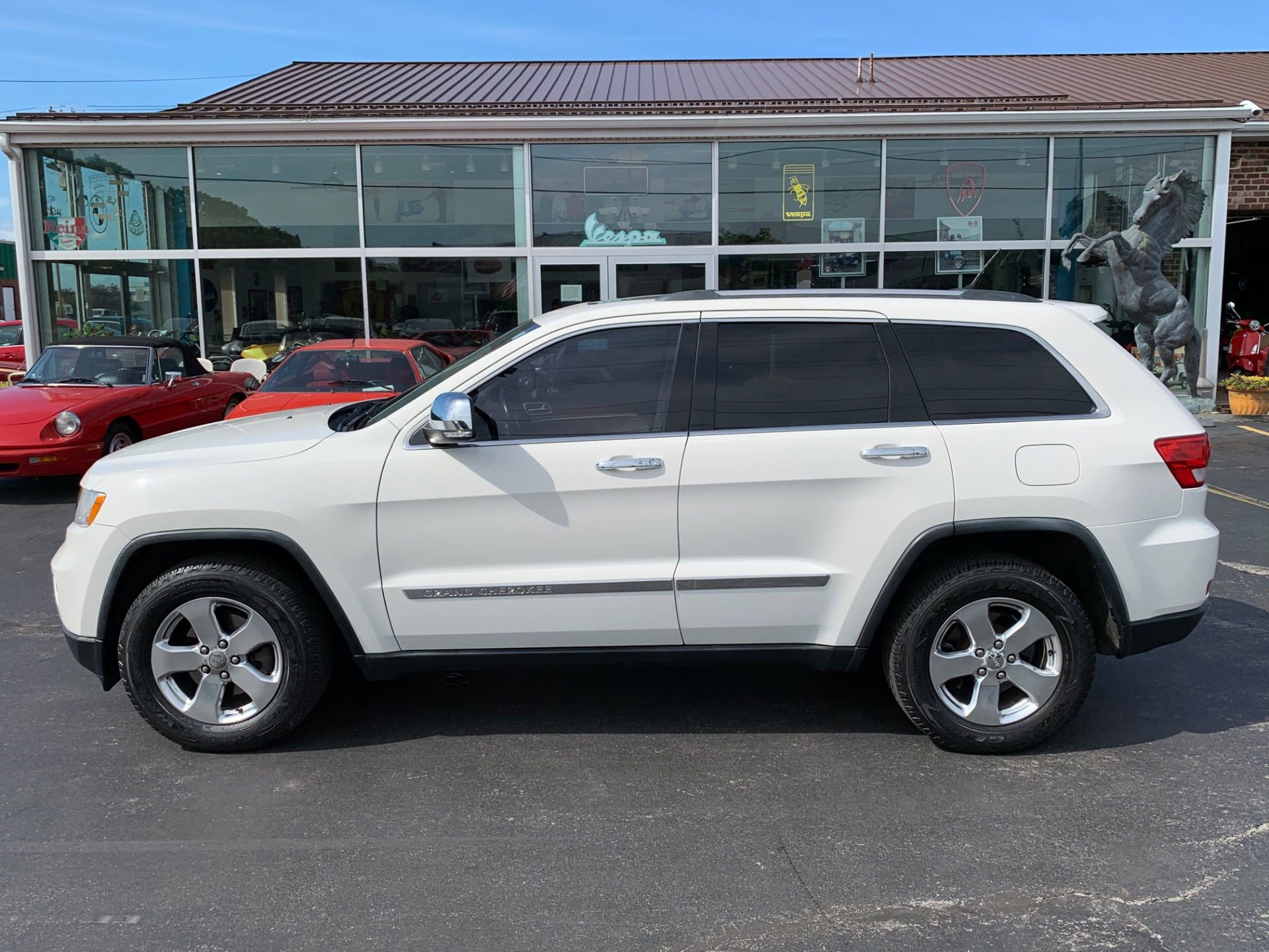 Used-2011-Jeep-Grand-Cherokee-Limited-4x4