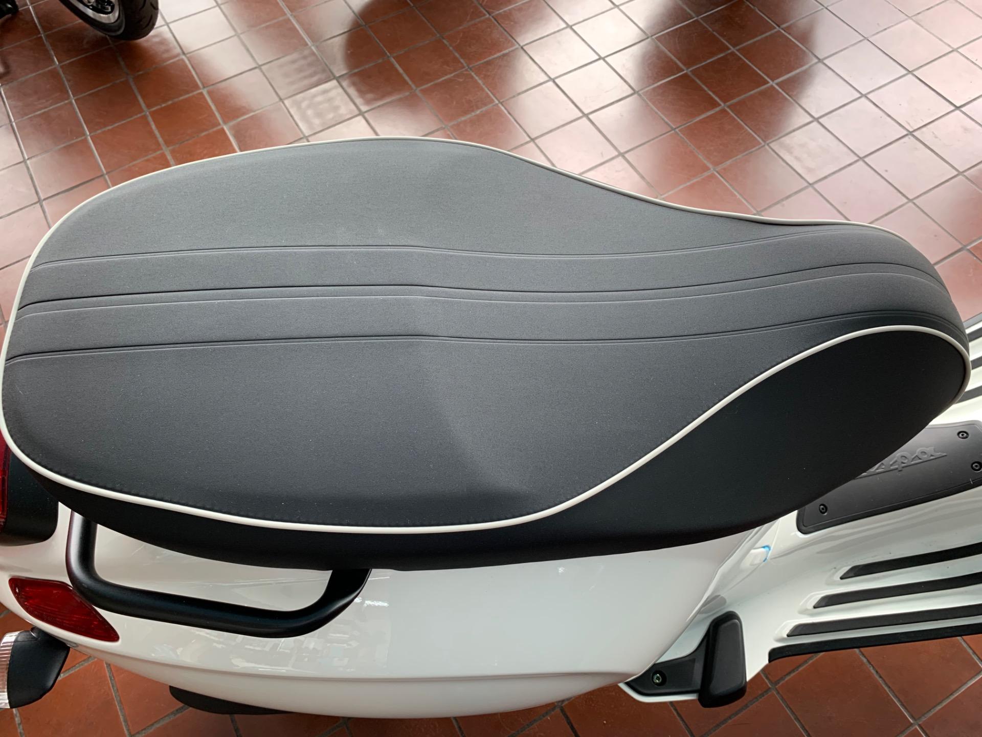 New-2021-VESPA-SPRINT-50-RACING-SIXTIES