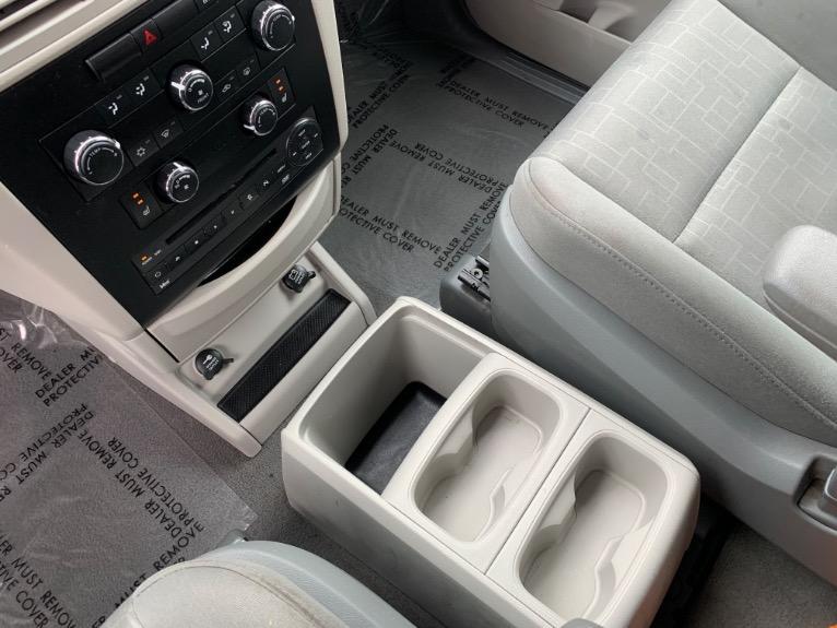 Used-2009-Volkswagen-Routan-SE
